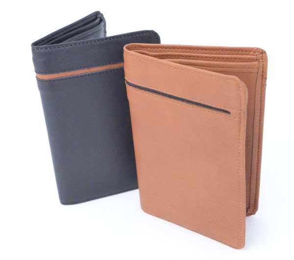 Nahkainen RFID korttikotelo suojaa maksukortit